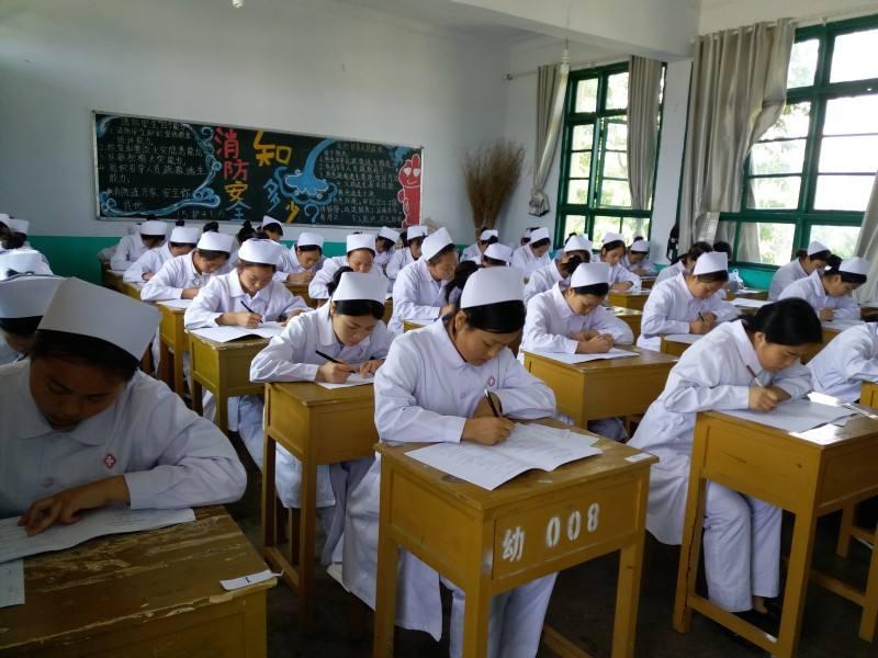 黔南名族卫生学校