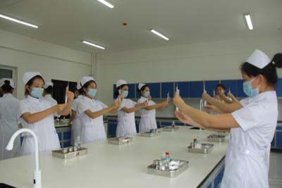 威宁自治县中等职业学校-护理专业
